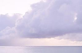 烏云下的大海圖片