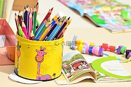 彩色的铅笔,笔盒,漆