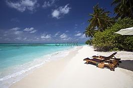 白色的沙灘,海洋沙灘,躺椅