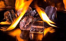 冰的多維數據集,火,火焰