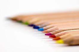 彩色的铅笔,钢笔,蜡笔