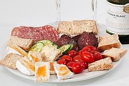 食物放在盤子,奶酪,薩拉米