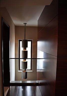 現代別墅樓梯間吊燈效果圖