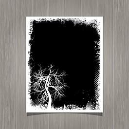 黑色的殘破的海報和一棵樹