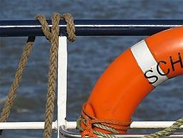 救生艇在水中音效素材