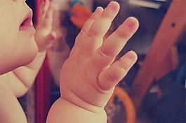 婴儿奶瓶喝奶音效素材