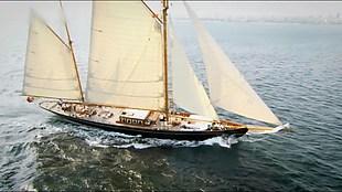海上帆船乘風破浪