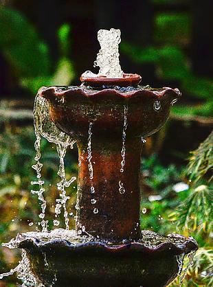 水 出水 噴泉